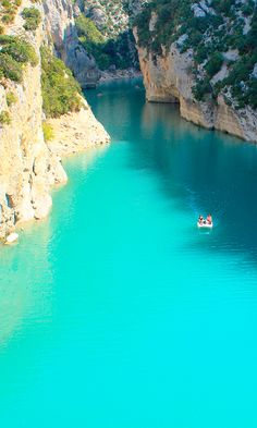 Travel Tip: Spend a day floating down Gorge du Verdon Vacation Places, Best Vacations, Vacation Spots, Places To Travel, Travel Destinations, Belle France, Grand Canyon, Rio, South Of France