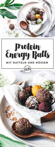 Leckere, rohe Energiekugeln mit Datteln, Walnussmehl, Mandelmus, Kakaopulver und Mandeln.