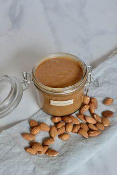 Homemade almond butter. Oil-free, vegan, refined sugar-free Homemade Almond Butter, Raw Almond Butter, Vegan Peanut Butter, Sweet Almond Oil, Blender Food Processor, Food Processor Recipes, Beet Salad Recipes, Speed Foods, Raw Almonds