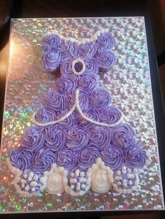 Idea for Kira's birthday party Sofia the First inspired pull away cupcakes - I'm usually not a fan of cupcake cake, but this is cute. Sofia The First Birthday Party, Third Birthday, 3rd Birthday Parties, Birthday Ideas, Birthday Stuff, Princess Cupcake Dress, Princess Sofia Party, Princess Cakes, Cupcake Cakes