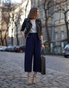 Une jupe-culotte avec un perfecto noir