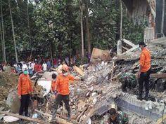 Un potente terremoto en Indonesia causa un centenar de muertos