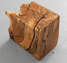 Lawinenholzwürfel aus der Bergbuche von der Hörndlwand, 32 x 25 x 38 cm. Lawinenholz in seiner ganzen Pracht - zum Anfassen, Draufsetzen, Abstellen. www.holzgeschichten.com
