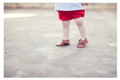 Free pattern & tutorial DIY baby moccasins.. tutorial by sewing in no mans land.. My favorite person ever!!