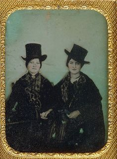 dickensian-dandy: daguerreotype Victorian ladies in Top hat - Yeah, Victorians! Antique Photos, Vintage Pictures, Vintage Photographs, Old Pictures, Vintage Images, Old Photos, Louis Daguerre, Victorian Women, Victorian Era