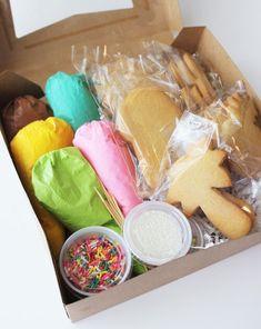 cookie kits christmas * cookie kits & cookie kits diy & cookie kits for kids & cookie kits packaging & cookie kits christmas Diy Dessert, Dessert Boxes, Cupcake Cake Designs, Diy Cupcake, Christmas Cupcakes, Holiday Cookies, Kids Baking Kit, Food Business Ideas, Food Hampers