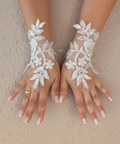 Ivory silver frame Wedding Glove, ivory lace gloves, Fingerless Glove, embroidered with pearls bridal gloves, french lace gloves