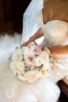 Blush, Ivory and Gray, Quicksand Rose | Neutral | Flowers by Tami McAllister| Photo by Daisy Moffatt Photography |