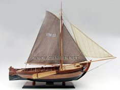 The Botter is an old Dutch type fishing vessel with a flat or slightly V-shaped plane with a net protruding keel and angled horizons which pass into convex outwardly extending sides, whose boeisel above the mountain timber to invade (collapse).