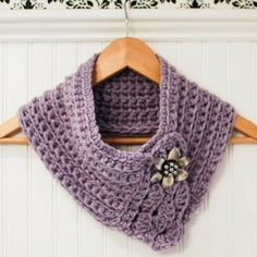 This quick and easy pattern works up into a cozy cowl with an extremely versatile style that can take you through a casual day of shopping just as easy as it does an elegant dinner out.