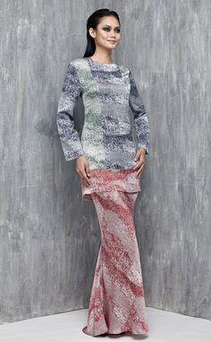 EMEL X SAZZY FALAK - SUNFLOWER STAR - Modern Colour Block Baju Kurung (Red) Our Melinda Looi statement colourblock modern kurung is back and this time using prints! Featuring a slim fit kurung silhouette that's simple in design but big on style! #emelxCLPTS #emelxSazzyFalak #emelbymelindalooi #bajuraya #bajukurung #emel2016 #raya2016 #SazzyFalak #lookbook #colourblock #print #red #moden #2016 #baju #kurung #baju #raya