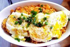 마땅한 반찬 없을 때 김치볶음밥 자주 만들어 먹게 되는데요. 이연복 셰프의 김치볶음밥 만드는 방법을 배우기 전에는... 김치에 설탕 1숟가락 넣고 잘게 썰어 볶다가 밥 넣고 다시 한번 볶은 방법으로 요리했어요.. South Korean Food, K Food, Korean Dishes, Asian Recipes, Ethnic Recipes, Main Menu, Kimchi, Cooking Recipes, Drink Recipes