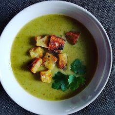 Στην κουζίνα μμμμ..........μου  : Σούπα με μπρόκολο Guacamole, Cantaloupe, Food And Drink, Fruit, Cooking, Ethnic Recipes, Kitchen, The Fruit, Kochen