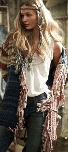 Hippie chic fringe kaftan for a boho chic style. Best-boho-chic-fashion-bohemian-jewelry-gypsy- for the BEST Bohemian fashion trends in clothing & jewelry. Gypsy Style, Boho Gypsy, Hippie Boho, Bohemian Style, Bohemian Fashion, Bohemian Jewelry, Bohemian Clothing, Hippie Masa, Tribal Jewelry