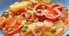 400 g perunoita 200 g porkkanoita 200 g nakkeja 1 sipuli 1 paprika 100 g herneitä 2 dl kermaa 1-2 dl vettä 2-3 rkl tomaatt... Kermit, Bruschetta, Thai Red Curry, Koti, Ethnic Recipes, Red Peppers