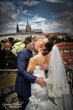 Wedding portrait photography @ Vrtbovska garden in Prague