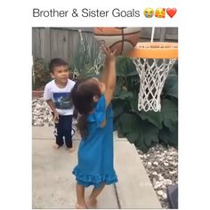 Awwww Fun Diy Crafts fun crafts to do at home diy Siblings Goals, Sisters Goals, Sweet Stories, Cute Stories, Cute Relationship Goals, Cute Relationships, Cute Gif, Funny Cute, Faith In Humanity Restored