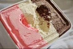 Yummy Heart In Ice Cream! this is one of my favorite ice cream flavors! Gelato, Neapolitan Ice Cream, Pastel Cupcakes, Love Ice Cream, Snacks, All You Need Is, Chocolate Cake, Love Food, Creme