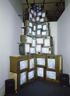 nam june paik, tv installation I just love how creative this guy is when it comes to displaying his work!