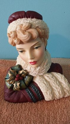 Cameo girls head vase Blythe 1875 Winter Beauty w/box