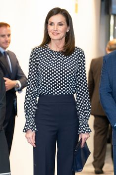 Queen Letizia of Spain attends 'Medios De Comunicacion Y Salud Mental', an event related to mass media and mental health, at EFE Agency Headquarters on April 2019 in Madrid, Spain. (Photo by Oscar Gonzalez/NurPhoto via Getty Images) Celebrity Casual Outfits, Casual Work Outfits, Office Outfits, Classy Outfits, Office Fashion, Business Fashion, Work Fashion, Office Looks, Queen Letizia