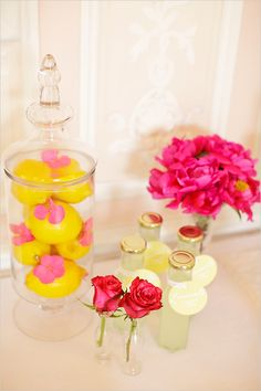 Love the pink flowers mixed with the lemons.