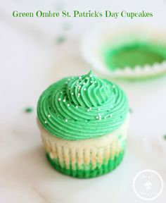 The Gold Lining Girl | Green Ombre St. Patrick's Day Cupcakes | http://thegoldlininggirl.com