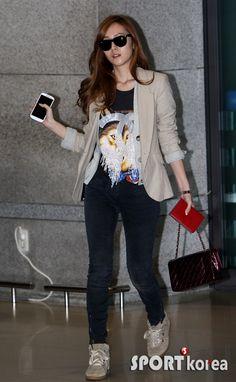 http://okpopgirls.rebzombie.com/wp-content/uploads/2012/11/SNSD-Jessica-Incheon-Airport-Fashion-Nov-12-3.jpg
