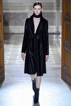 Sharon Wauchob Fall 2015 Ready-to-Wear Fashion Show