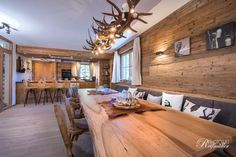 Detailansicht - Holzbau Maier - Hints for Women Chalet Design, Chalet Style, Timber Logs, Chalet Interior, Trailer Decor, Villas, House Rooms, Country Style, Building A House