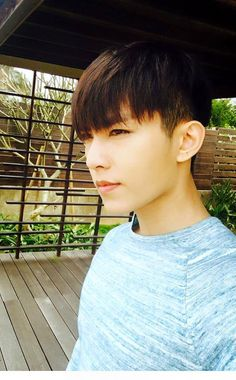 :: DEARAARONYAN :: Your #1 source for everything Aaron Yan