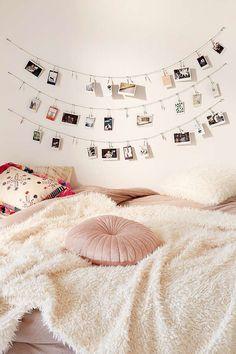 super cute for a dorm room Metal Photo Clips String Set afflink Teenage Girl Bedrooms, Girls Bedroom, Bedroom Inspo, Bedroom Decor, Bedroom Ideas, Pictures On String, Dorm Pictures, Hang Photos, Display Photos