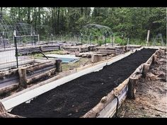 Raised Vegetable Garden Beds Can Be A Great Gardening Option – Handy Garden Wizard Elevated Garden Beds, Raised Bed Garden Design, Building Raised Garden Beds, Raised Beds, Plant Troughs, Garden Boxes, Garden Planters, Farm Gardens, Organic Gardening