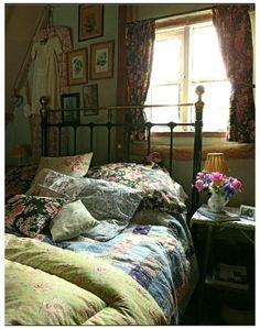 Vintage Bedroom Styles, Vintage Bedroom Decor, Vintage Bedrooms, Vintage Decor, Vintage Bedding, Vintage Curtains, Antique Decor, Vintage Stil, Style Vintage