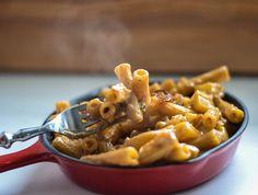 Die fantastischen Älplermagronen oder  Älpler Makkaroni sind quasi die One Pot Pasta der Schweizer Küche und eine Uralte Erfindung