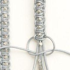 geflochtenes Armband mit Perlen