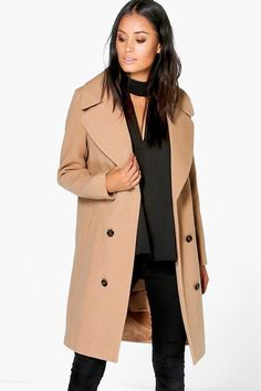 Cool camel coat. This beautiful jacket will keep you warm on cold afternoons this fall. The perfect coat for moms #affiliate #RaincoatsForWomenPosts