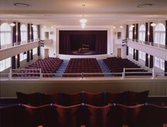 This 600-seat performing arts center and conference center has superb acoustic quality and provides an intimate environment for nationally touring artists for the Palladian Concert Series. The Clayton Center offers 12,480 square feet of meeting and reception space for groups of 20 to 450.