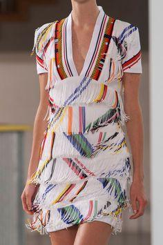 Farb-und Stilberatung mit www.farben-reich.com - cool fringe dress - Preen Spring 2015
