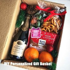 DIY Personalized Gift Basket For Anyone Girlfriend Kids Mom Etc DIY Personalized Gift Baskets The post DIY Personalized Gift Basket For Anyone Girlfriend Kids Mom Etc appeared first on Cadeau ideen. Christmas Gift Baskets, Handmade Christmas Decorations, Christmas Gifts For Friends, Christmas Gift Box, Christmas Mood, Noel Christmas, Xmas Gifts, Personalised Gifts Diy, Xmas Presents