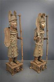 Couple-d-Obas-en-tenue-de-guerre-Benin-Bini-Edo_Art_Africain_img. Nigeria Country, Black History, Art History, Statue Art, Afrique Art, Art Tribal, African Sculptures, Art Premier, Statues