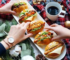 Cafe Food, Food Menu, Breakfast Picnic, Picnic Sandwiches, Egg Recipes For Breakfast, Picnic Foods, Food Decoration, Food Crafts, Healthy Snacks For Kids