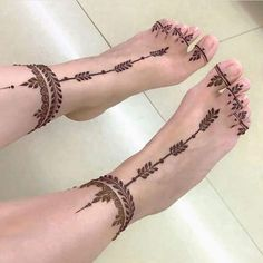 Simple Mehndi Designs for eid Black Mehndi Designs, Mehndi Designs For Kids, Henna Designs Feet, Tattoo Designs Foot, Mehndi Designs For Fingers, Mehndi Design Images, Simple Mehndi Designs, Henna Tattoo Foot, Henna Feet