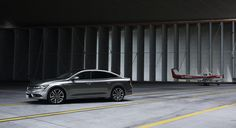Renault Talisman front three quarters left image