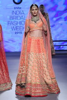 Tarun Tahiliani. IBFW 15'. Indian Couture.