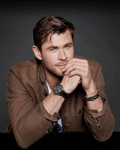 Chris Hemsworth - f a v o r i t e s Chris Hemsworth Thor, Chris Pratt, Chris Evans, Celebrity Dads, Celebrity Crush, Celebrity Style, Snowwhite And The Huntsman, Hemsworth Brothers, Z Cam