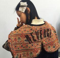 Trendy Women's Outfits : bahliss: Xiao Wen Ju backstage @ Chloe FW Diy Fashion, Fashion Photo, Womens Fashion, Elite Fashion, Green Coat, Trendy Clothes For Women, Daily Look, Big Hair, Back To Black