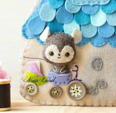 This PDF sewing pattern is to make a felt book with a tiny mouse . This pattern is hand sewn.  Finished size: 7.5x 6  THIS IS NOT A FINISHED BOOK. Pattern does not include Doll, supplies or fabric.  Language: English  THIS PDF e-Pattern includes: . Step by step photo tutorial. . A material
