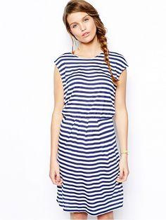ed4d99971ca1 Entdecken Sie die neuesten Kleider bei ASOS. Wähle aus einer großen Auswahl  an Längen, Farben und Styles für tagsüber, abends oder besondere Anlässe  von ...