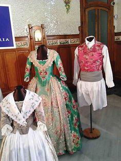 Exposicion de indumentaría sala mosaico Estación del norte Valencia (14)